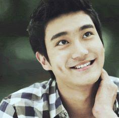 Choi Siwon...His smile... again... *dead*