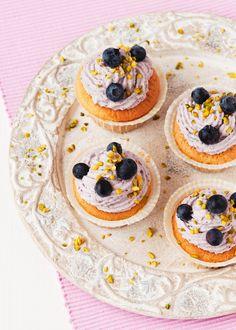 Blaubeer-Cupcakes | http://eatsmarter.de/rezepte/blaubeer-cupcakes