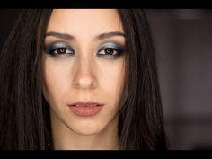 Plata y azul ojos grandes