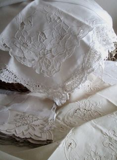 Layers of linens, beautiful ~❥