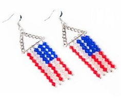 Make your own Salute Earrings to celebrate the of July with this free jewelry pattern. Easy earring patterns like this one are a great way to show your American pride on the or any day of the year! Jewelry Patterns, Beading Patterns, Bead Crafts, Jewelry Crafts, Beaded Earrings, Beaded Jewelry, Holiday Jewelry, Earring Tutorial, Homemade Jewelry