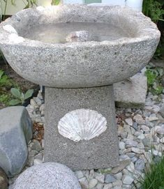 A page Hypertufa PDF eBook. Everything to make all your Hypertufa projects a success. Concrete Bird Bath, Concrete Crafts, Concrete Art, Concrete Garden, Concrete Projects, Concrete Planters, Concrete Leaves, Garden Crafts, Garden Projects