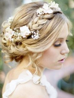 Beautiful bridal braid with a floral additions - Wedding Diary