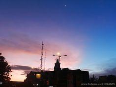 Kala Sunrise menghiasi langit JATIASIH yang cerah pagi itu ! Bulan sabit kecilpun ikut menemani.