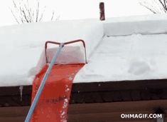 "Ingenious ""roof snow removal"" method"