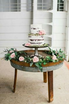 Naked cakes are so pretty!