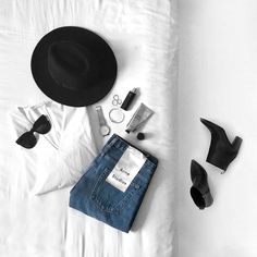22 New Ideas Fashion Minimalist Photography Monochrome Flat Lay Photography, Minimalist Photography, Imperfection Is Beauty, Flatlay Styling, Minimal Fashion, What To Wear, Personal Style, Autumn Fashion, Style Inspiration