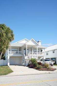 New white beach house exterior dream homes White Beach Houses, Facade House, House Facades, House Exteriors, Condo, Modern Farmhouse Exterior, Hamptons House, Sims House, Exterior House Colors