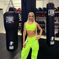 35 dni do gali FAME MMA 🥊🔥🧨 Oznacz kto jest 😁 Bilety na galę dostępne n Female Fighter, Mma, Famous People, Pants, Instagram, Fashion, Moda, Trousers, Fashion Styles