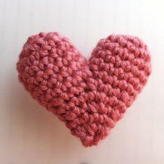 ぷっくりハートの作り方|編み物|編み物・手芸・ソーイング|ハンドメイドカテゴリ|アトリエ Crochet Motif, Crochet Flowers, Knit Crochet, Crochet Patterns, Ribbon Hair, Handmade Ornaments, Crochet Gifts, Diy Accessories, Crochet Projects