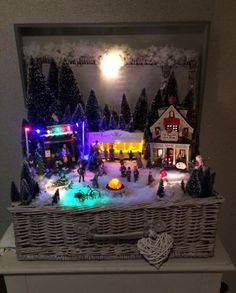 Leuk idee kerst dorp in mand,kist of koffer