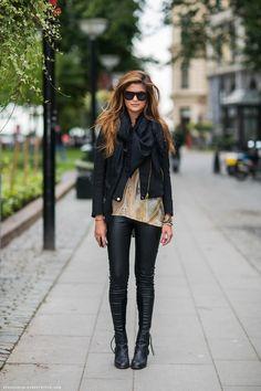 bufanda + cazadora negra + blusa + jeggins piel negros + botines