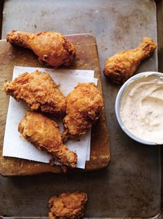Poulet frit (le meilleur) #ricardocuisine #chicken Roast Chicken Recipes, Tasty, Yummy Food, Relleno, Soul Food, Milkshake, Food Photography, Food Porn, Food And Drink