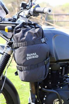 Royal Enfield Himalayan ~ Photo, Specification, Price | 350CC.com Yamaha Cafe Racer, Cafe Racer Motorcycle, Motos Royal Enfield, Himalayan Royal Enfield, Royal Enfield Wallpapers, Bullet Bike Royal Enfield, Jeep Truck, Custom Bikes, Dual Sport