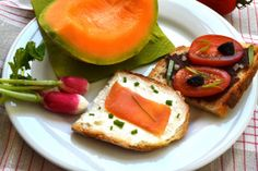 Tartines for picnic : fresh cheese spread on toast with chive and smoked salmon or tapenade spread on toast with tomatoes