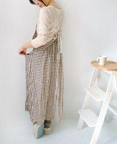 エプロンワンピース   生地と型紙のお店 Rick Rack Rick Rack, Simply Beautiful, Frocks, Harem Pants, Midi Skirt, Couture, Female, Sewing, Aprons