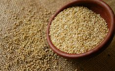 Have you tried quinoa? Here's what it is, what it does, and some of my favorite quinoa recipes. Super easy to prepare with amazing health benefits. What Is Quinoa, Quinoa Sweet Potato, Salad With Sweet Potato, Quinoa Bites, Quinoa Salad, Quinoa Protein, Superfoods, Skinny Recipes, Healthy Recipes