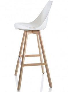 Galiane, meubles et mobilier design : chaises, fauteuils, tabourets de bar, tables http://www.mobilier-hotel-bar-restaurant.com/tabouret-de-bar-x-wood-p581.html