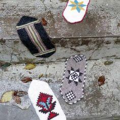 Icelandic shoe-inserts knitted in garter stitch Icelandic intarsia Intarsia Knitting, Knitting Socks, Hand Knitting, Knitting Ideas, Textile Museum, Yarn Inspiration, Knit Shoes, Shoe Pattern, Wrist Warmers
