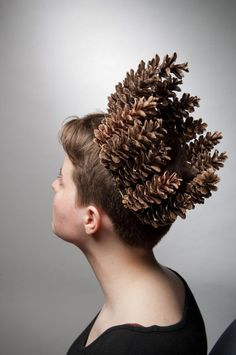 Embrace the autumn season with a pine cone crown! - 20 Flower Headdresses