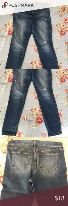 Old Navy Rockstar skinny jeans 14 R Only worn twice. Size 14 regular. Distressed. Old Navy Jeans Skinny
