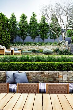 There are lots of affordable backyard landscaping ideas you can look into. For a backyard landscape upgrade, you don't need to spend so much cash to get an outdoor look that is easy and affordable. Modern Landscape Design, Modern Garden Design, Landscape Plans, Garden Landscape Design, Contemporary Garden, Bamboo Landscape, Minimalist Landscape, Landscape Edging, Modern Minimalist