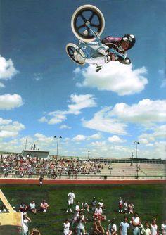 Mike Dominquez - Invert air at an AFA contest (1986)