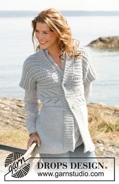 """Knitted DROPS jacket with lace pattern worked sideways in """"Eskimo"""" or """"Andes"""". Size: S - XXXL. ~ DROPS Design"""