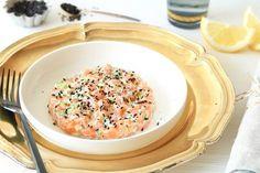 Aziatische zalmtartaar met wasabi Diner Recipes, Fish Recipes, Appetizer Recipes, Healthy Recipes, Love Food, A Food, Food And Drink, Asian Snacks, How To Cook Fish
