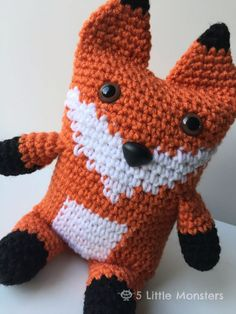 Free crochet pattern for a boxy fox Crochet Fox Pattern Free, Crochet Amigurumi Free Patterns, Crochet Toys, Free Crochet, Crochet Baby, Crochet Christmas Ornaments, Crochet For Kids, Crochet Animals, Crochet Projects