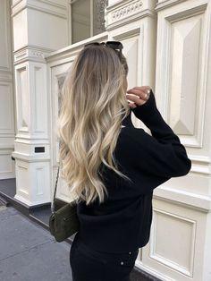 Blonde Hair Inspiration, Hair Inspo, Hair Barrettes, Hair Clips, Trendy Hairstyles, Fashion Hairstyles, French Hair, Dream Hair, Silver Hair