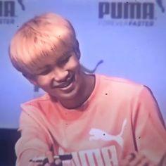 I m obsessed with Namjoon dimples BTS I m obse Kim Namjoon, Bts Taehyung, Bts Bangtan Boy, Bts Jimin, Rapper, Bts Video, Foto E Video, J Hope Dance, Kpop Gifs