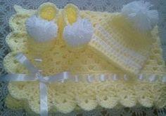 Granny crochet amarillo muy suave y tierno bebé cuadrados manta set de regalo.  Conjunto de bebé manta: Manta Granny Square, gorro y patucos  Manta del bebé tiene arco de la cinta satén blanco - sombrero de la gorrita tejida tiene un pompón blanco grande  Hecho de uno de los hilos más suaves en el mercado - Bernat Softee Baby hilado  100% hilo acrílico bebé para máquina de fácil lavada y seca.   Ideal para niño o niña recién nacido. Ideal para regalos de bebé.  Manta mide 33 x 33 pulgadas…