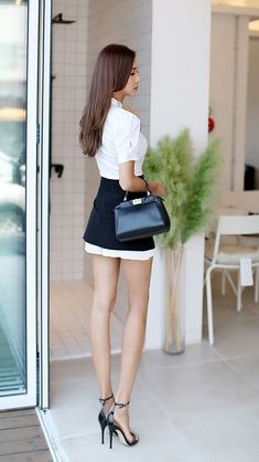 Beautiful Young Lady, Beautiful Asian Women, Korean Girl Fashion, Asian Fashion, Girls In Mini Skirts, Good Looking Women, Pretty Asian, Sexy Asian Girls, Beautiful Legs