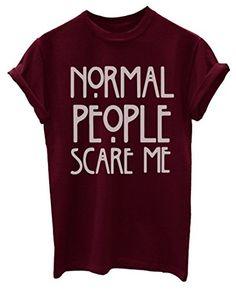 """Camiseta para mujer de manga corta en color granate con mensaje impreso """"Normal People Scare Me"""". La gente normal te teme?"""