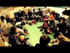 Quattro video che insieme illustrano e documentano l'importanza e la bellezza dei giochi cooperativi. Activities For Kids, Wrestling, Video, Dance, Youtube, Children, Lucha Libre, Dancing, Young Children