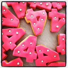 traktatie Pleun Funny Food Jokes, Food Humor, Birthday Treats, Diy Birthday, Funny Food Pictures, Party Sweets, Little Presents, Partying Hard, Cooking With Kids