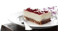 Her får du opskriften på en lækker Strawberry Cheesecake eller, på dansk, ostekage med jordbær, samt opskrifter til andre lækre cheesecake-variationer.