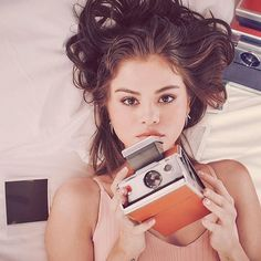 Selena Gomez is a American actress, singer, and producer Selena Marie Gomez is an inspiration for the youth of the country. Selena Gomez Fashion, Selena Gomez Photoshoot, Selena Gomez Outfits, Style Selena Gomez, Selena Gomez Fotos, Selena Gomez Cute, Selena Gomez Pictures, Selena Selena, Alex Russo