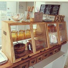 Interior examples such as shelves / petit plastic / Watco oil medium walnut / photo frame / ceria Cafe Interior, Interior Design, Cocinas Kitchen, Diy Kit, Japanese Interior, Cafe Shop, Cafe Design, Diy Crafts To Sell, Sell Diy