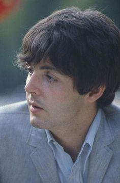 Paul McCartney bbbhjjsowoekejihftfdjsjseid