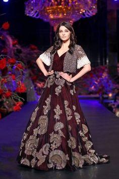 Aishwarya Rai Bachchan in Manish Malhotra's Bollywood Showstoppers at AICW 2016