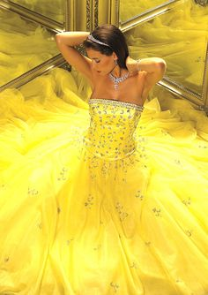 Beautiful colorful pictures and Gifs: Amarillo (Yellow) Gq, Yellow Gown, Yellow Tutu, Yellow Fever, Glamour, Mellow Yellow, Color Yellow, Bright Yellow, Yellow Theme
