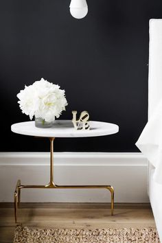 this side table-- Peek Inside Holiday House Hamptons 2014 - Bedroom design by Tamara Magel - Photo by Riki Snyder Photography. Home Interior, Interior Decorating, Interior Design, Studio Interior, Decorating Ideas, Decoration Inspiration, Interior Inspiration, Design Inspiration, Decoracion Vintage Chic