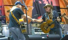 Gregg Allman and Willie Nelson. Farm Aid 2007 Voice Singer, Allman Brothers, Music Is My Escape, Classic Image, Classic Rock, Willie Nelson, Rhythm And Blues, Music People, Rock Music