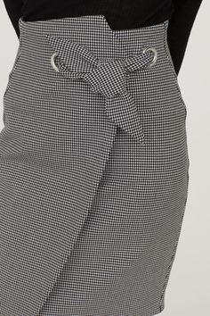 Jupe crayon à motif - Technicas Tutorial and Ideas Mode Outfits, Skirt Outfits, Dress Skirt, Fashion Details, Fashion Design, Fashion Trends, Autumn Fashion, Fashion Dresses, Womens Fashion