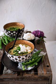 Una zuppa profumata a base di verdure e cocco, dal sapore delicatissimo e piacevolmente esotico. Il riso la rende ancora più buona. Una coccola per i sensi.