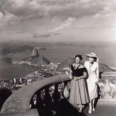 Modelos no Corcovado, Rio de Janeiro - 1940's. Fotografia: Kurt Klagsbrunn