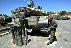 Loading ammunition for Merkava Mk 4 main battle tank Tank Armor, Armored Truck, Tank Destroyer, Armored Fighting Vehicle, Defence Force, Cool Tanks, Battle Tank, Military Equipment, Modern Warfare