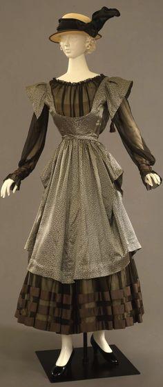 Dress, French manufacture (?), c. 1915, at the Pitti Palace Costume Gallery. Via Europeana Fashion.